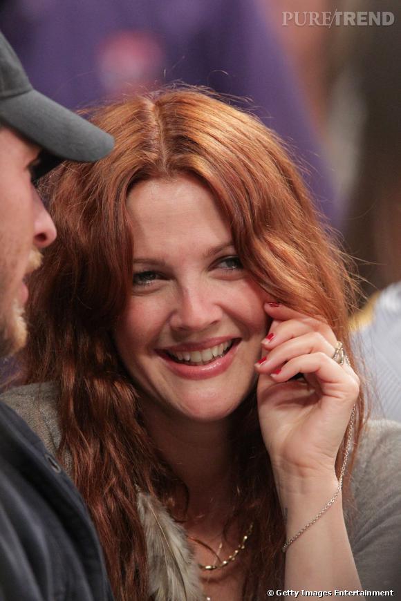Drew Barrymore, le vernis à ongles écaillé, nouvelle tendance ?