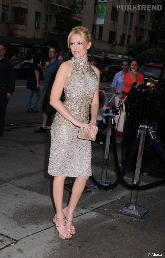 """Elizabeth Banks se rend à l'avant-première de """"People Like Us"""" à New York."""