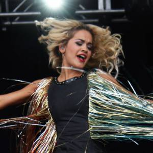Pour ne pas passer inaperçue à côté de sa rivale Rihanna, Rita Ora a misé sur deux tenues.