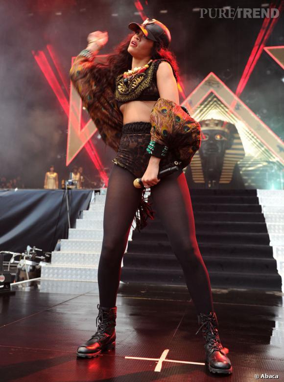 Rihanna a tout donné pour son show au Wireless Festival. Mini short se rapprochant plus de la culotte et mini brassière sexy : le mini ça la connait !