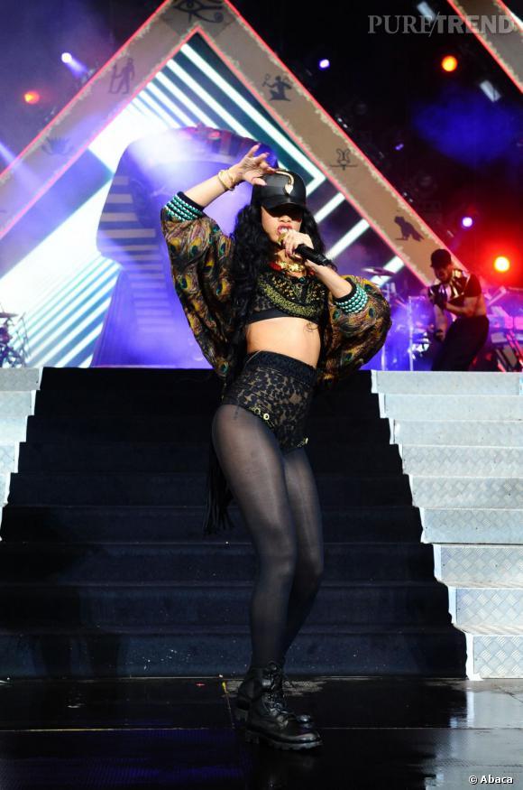 La bombe de la Barbade se déhanche sur scène, assurant son concert malgré l'événement tragique qui a touché sa vie privée