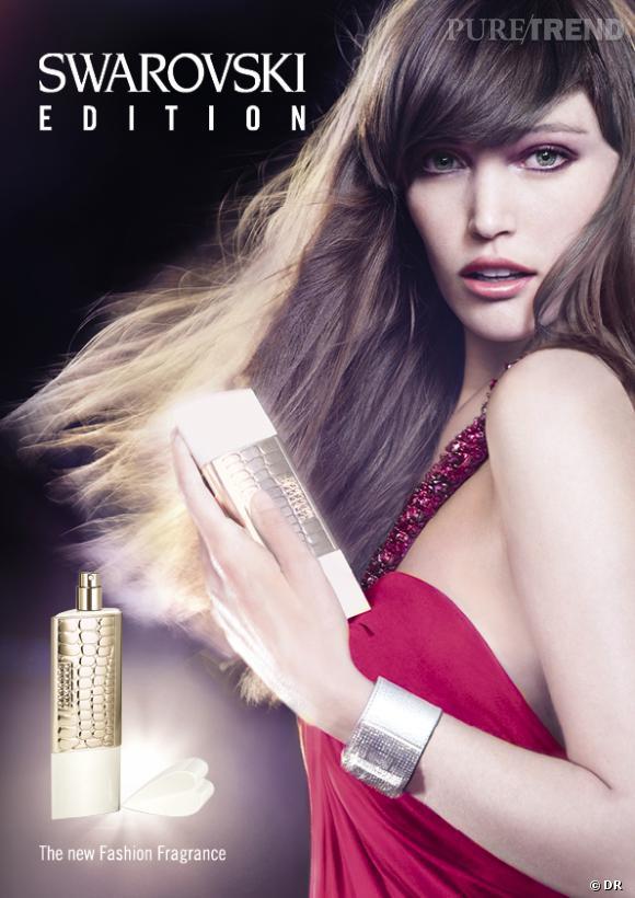 La campagne du nouveau parfum Swarovski met en relief l'inspiration des Clutch Bags.