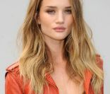 Rosie Huntington, blonde sulfureuse.