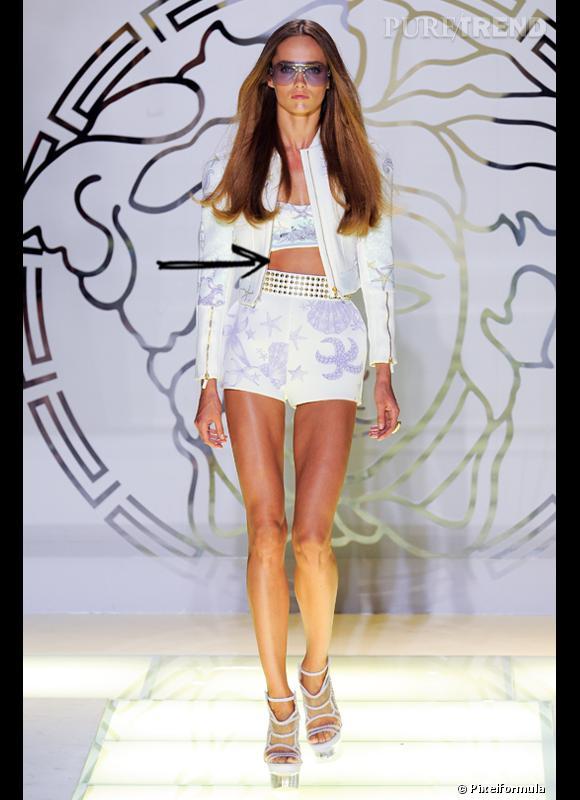 Comment porter le short cet été ?       Comme chez Versace, on ose la combinaison short + brassière.     Défilé Printemps-Eté 2012