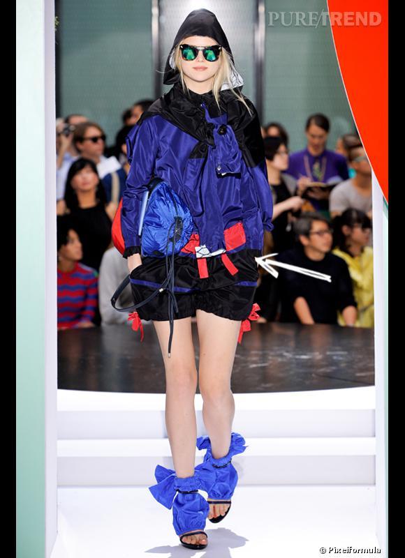 Comment porter le short cet été ?       Comme chez Kenzo on adopte le short façon sportswear avec anorak pop et lunettes de soleil extravagantes.     Défilé Printemps-Eté 2012