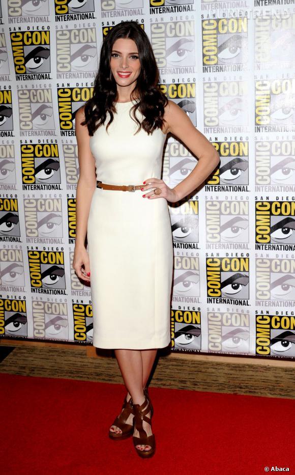 Présente au Comic Con de San Diego, Ashley Greene opte pour une tenue très chic qui la propulse au rang de dame