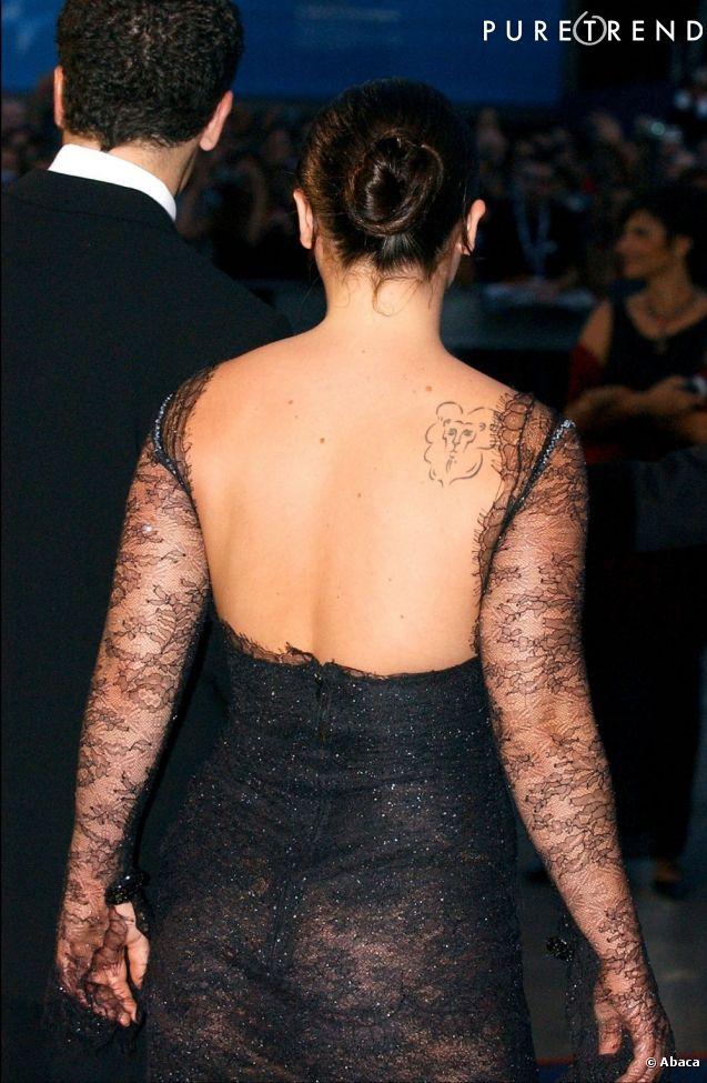 Le flop dos nu avec une robe dentelle trop transparante et aux manches trop longues christina - Dos nu dentelle ...