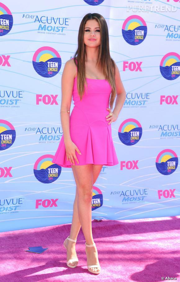 Selena Gomez a tout compris et copie Anna Dello Russo.