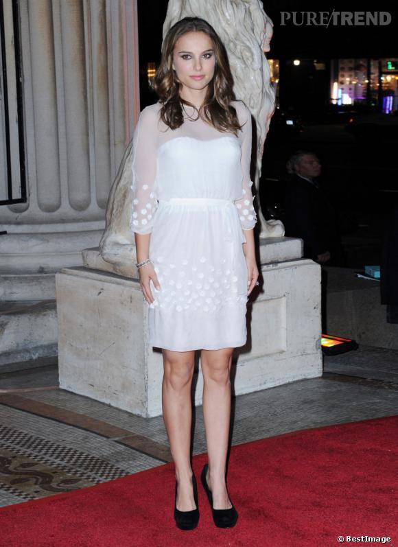 Natalie Portman porte divinement bien le blanc.