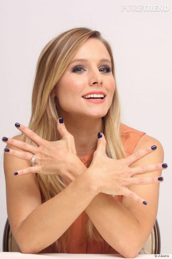 """Pour faire la promotion de son film """"Hit & Run"""", Kristen Bell mise sur son atout n°1 : son naturel et sa fraicheur candide. Ah oui, et sur ses ongles vernis !"""