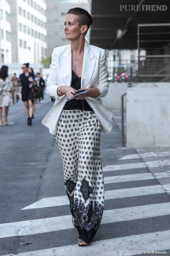 9 : on recycle nos basiques de l'été (bis)       Encore une preuve que notre jupe foulard qui ne nous a pas quittées de l'été peut aussi trouver sa place dans le work wear, lorsqu'elle est portée avec un blazer chic.