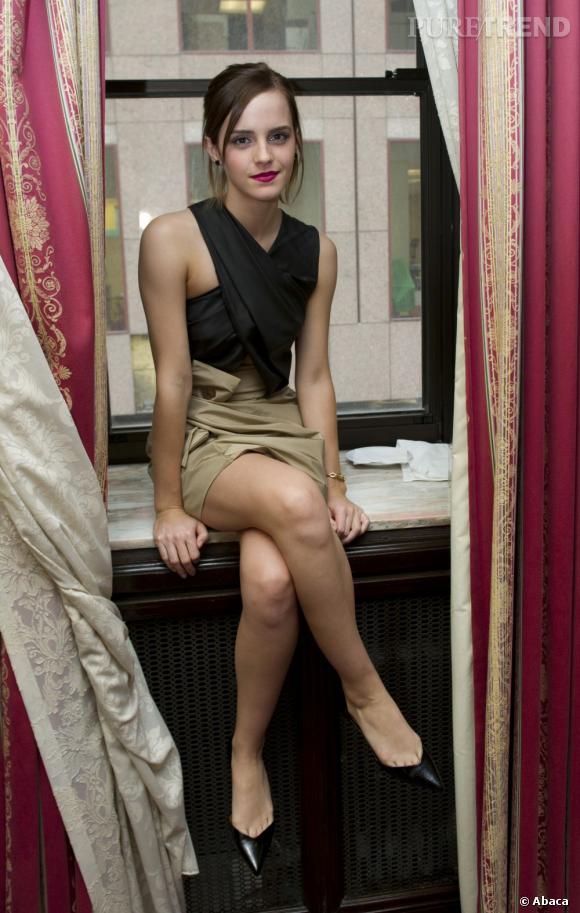 La jeune femme mise sur une robe un peu trop brouillon et lâche pour sa silhouette.