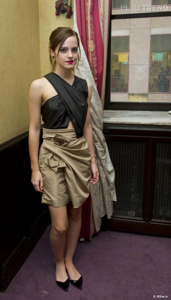 Emma Watson, flop mode lors d'une conférence de presse à Toronto.