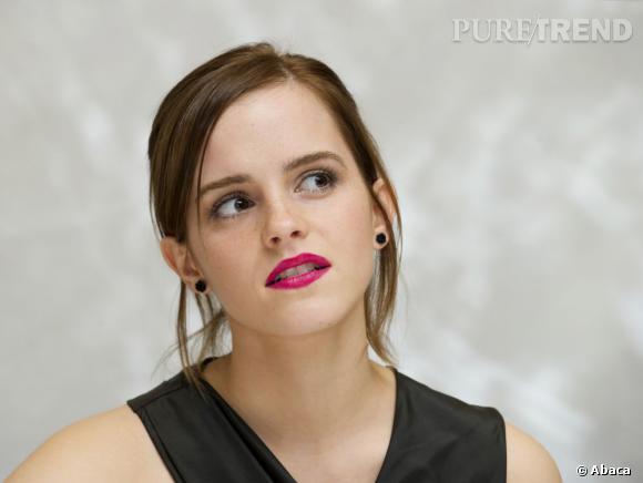 Si son rouge à lèvres s'affiche pile dans la tendance, il ne suffit pas à donner suffisamment de relief à la tenue et à la sauver du flop.