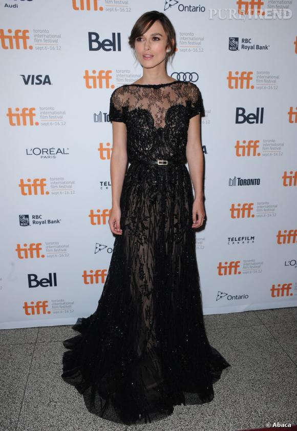 Keira Knightley reste fidèle à son style et s'offre un succès en Elie Saab Couture.