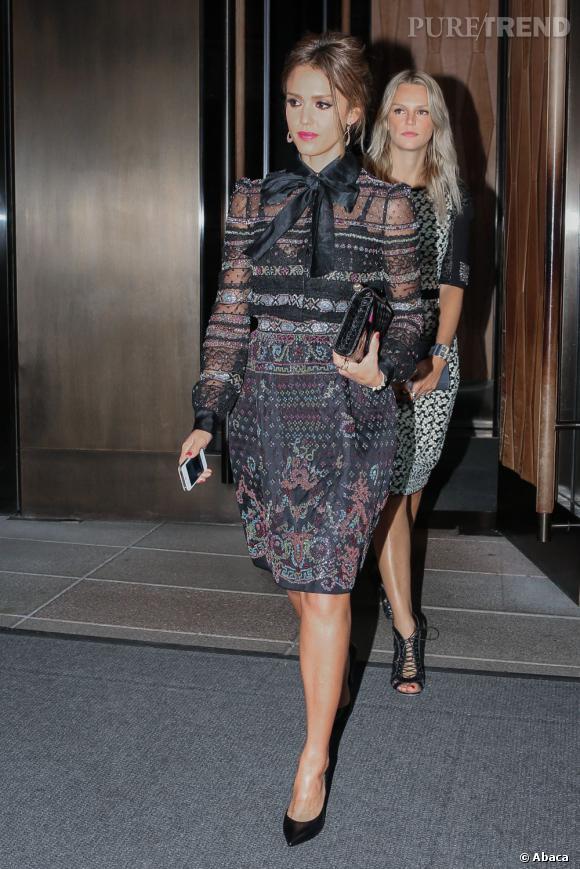 Jessica Alba fait des ravages en robe Valentino.