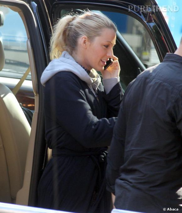 La toute jeune mariée Blake Lively est retournée sur les plateaux de tournage. Tout le monde se pose la même question : est-elle enceinte ?