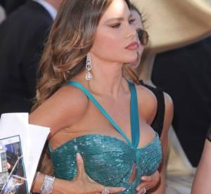 Sofia Vergara : trop pulpeuse pour sa robe ? Les fesses à l'air aux Emmy Awards 2012 !