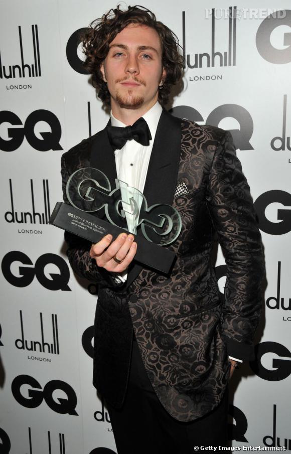 """Son style décalé a séduit le monde de la mode et en 2010 il reçoit le prix """"Smirnoff Black Most stylish"""" aux GQ Awards. En 2011, il décroche celui du britannique le mieux habillé."""