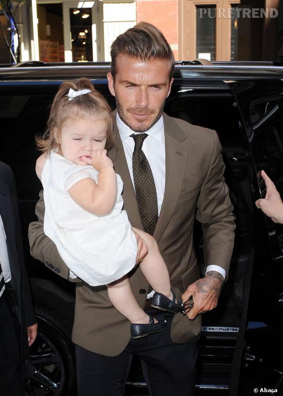 Cheveux blonds, tenues chics et chaussures en cuir : tel père telle fille !