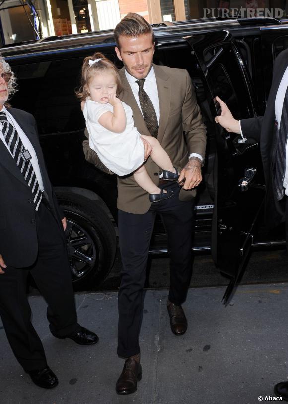 David Beckham, plein d'élégance dans un costume brun et marine.