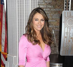 Elizabeth Hurley illumine l'Empire State Building en rose pour la bonne cause