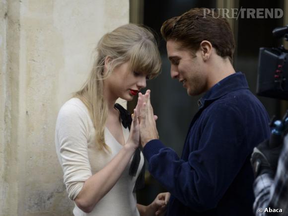 """Taylor Swift sur le tournage du clip """"Begin Again"""" à Paris."""