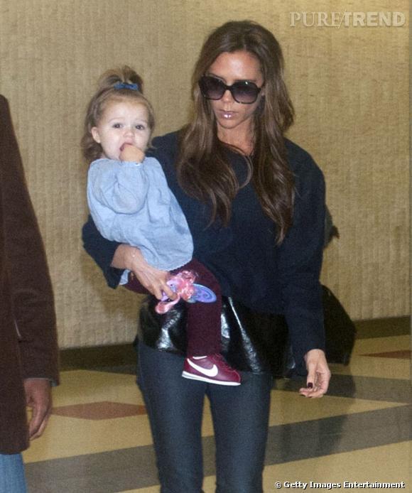 Victoria et Harper Beckham un joli duo mode à l'aéroport JFK de New York.