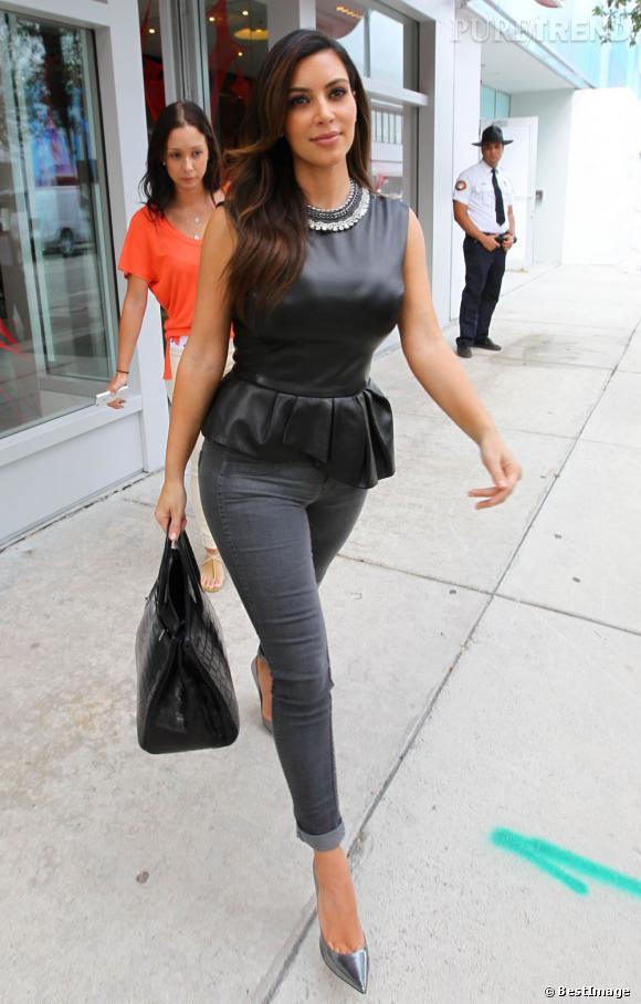 Kim Kardashian, mode dans les rues de Miami.