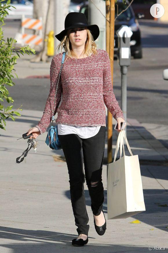 Emma Roberts, séance shopping dans les rues de Los Angeles.
