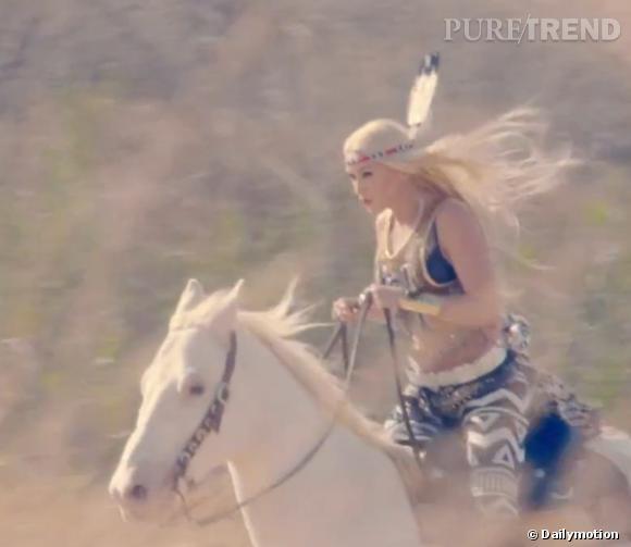 Gwen Stefani jolie sioux dans le nouveau clip du groupe.