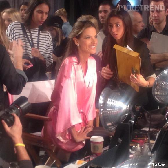 Alessandra Ambrosio attire toute l'attention.