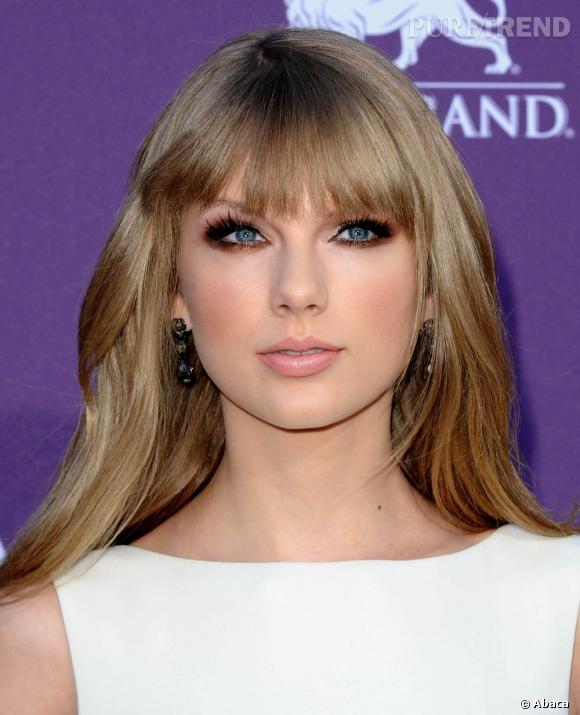 L'avantage, c'est que le cuivre sublime aussi les yeux bleus, comme ceux de la chanteuse Taylor Swift.