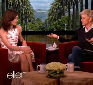 Ellen DeGeneres a plus d'un tour dans son sac. Des perruques poudrées, du thé, et voilà un thé de mariage !