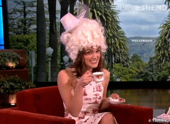 Keira Knightley a avoué n'avoir pas encore bien préparé son mariage. Qu'importe, Ellen lui offre un thé de mariage... royal.