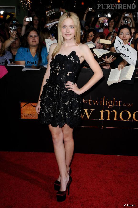 Le top red carpet de Dakota Fanning  : rien de mieux qu'une petite robe noire pour briller et de la dentelle pour séduire.