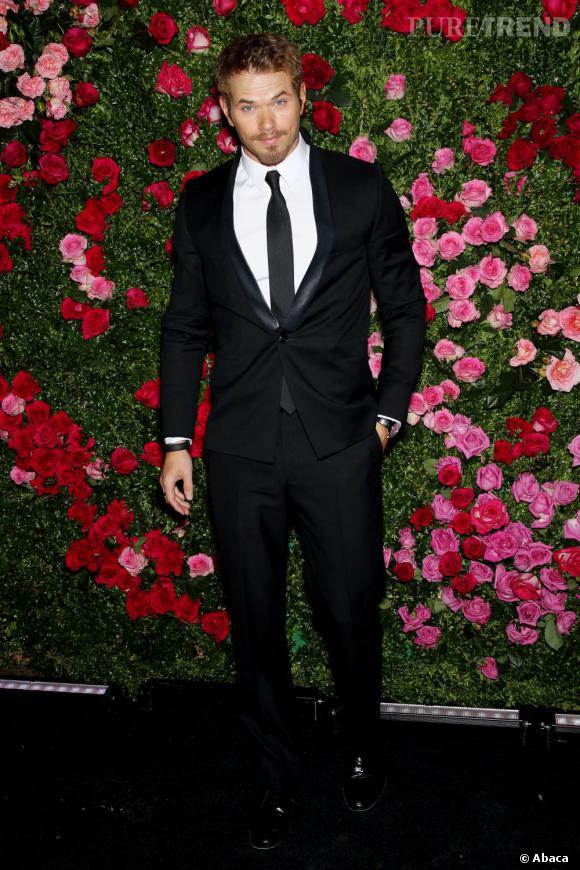 Le top red carpet de Kellan Lutz  : Élegant dans son costume noir et les cheveux revenus à la normal, il nous séduit.