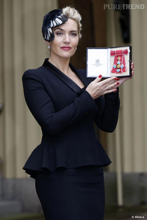 Kate Winslet très chic pour l'occasion est habillée par Alexander McQueen.