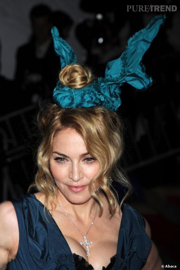 Madonna voulait un accessoire qui en jette. Elle l'a trouvé, mais c'est raté.
