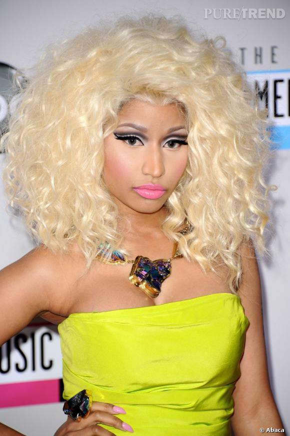 Nicki Minaj a des cheveux en mousse.