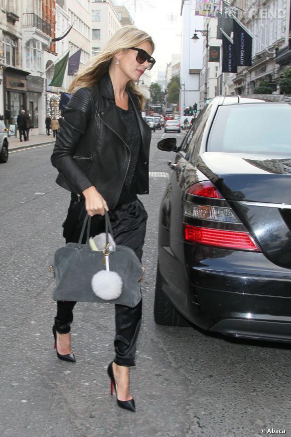 Kate Moss succombe aux charmes du premier sac Balmain, le Pierre.