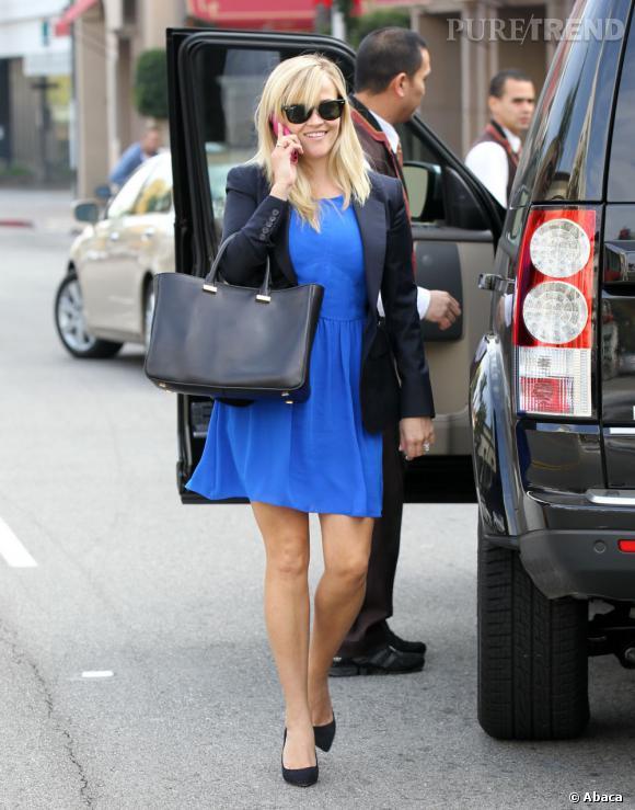 Reese Witherspoon, working girl féminine dans les rues de Los Angeles.