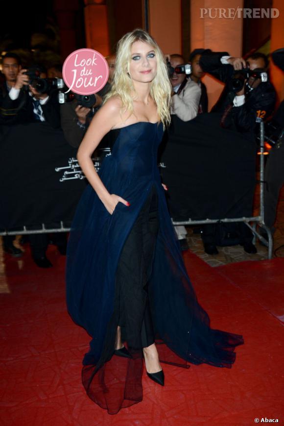 L'actrice Mélanie Laurent, tantôt rock et sauvage, tantôt douce et discrète, choisit ici de miser sur l'audace.