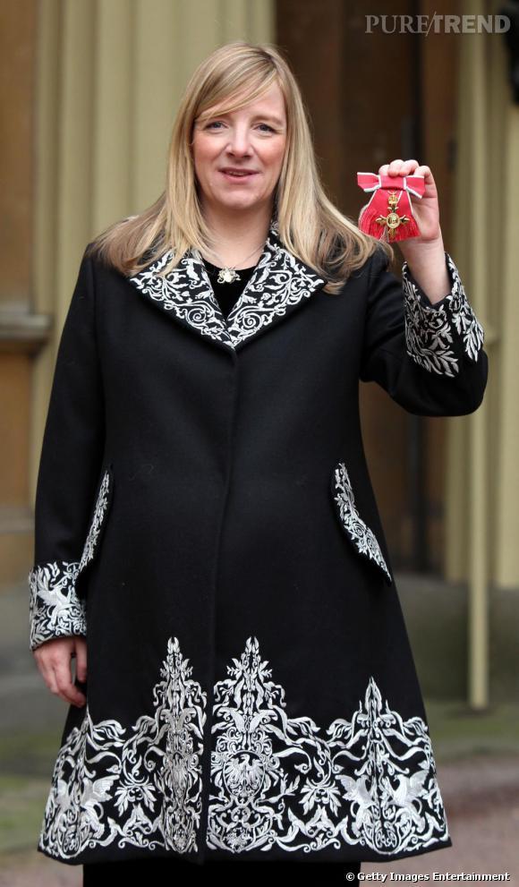 Sarah Burton a reçu l'insigne d'Officier de l'Empire Britannique.
