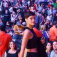 Rihanna sort le grand jeu pour sa première apparition publique aux côtés de Chris Brown au match des Lakers.