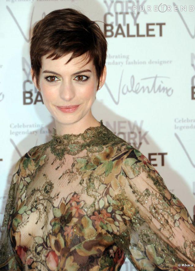 Anne Hathaway Commando Hot Girls Wallpaper
