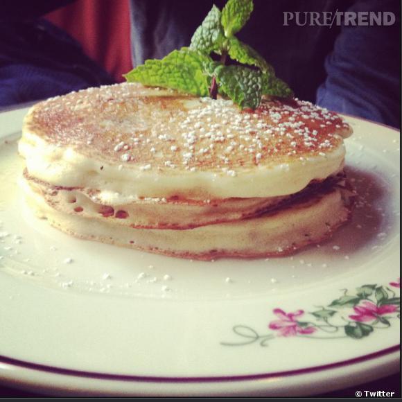 Pourquoi faire une détox d'après-fêtes ? Emma Roberts mise sur des pancakes, on adhère !