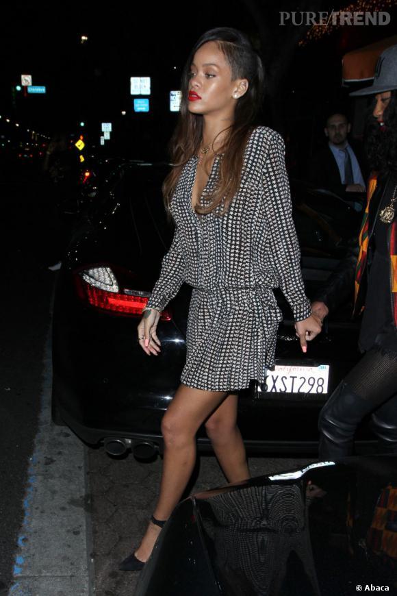Rihanna se remet à la coupe half hawk et au tie & dye. Un an trop tard ?