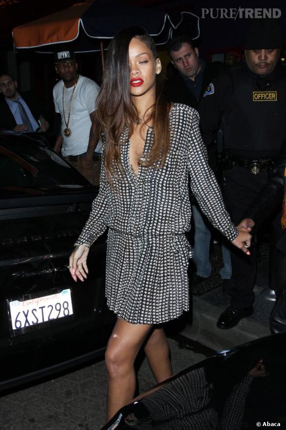 Rihanna a la chance d'être bien entourée. La repousse du côté le plus court se fera donc tout en douceur et bien caché.