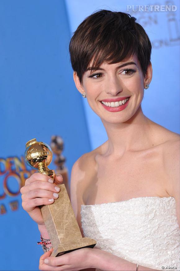 Anne Hathaway remporte le prix de la plus belle manucure des Golden Globes 2013.